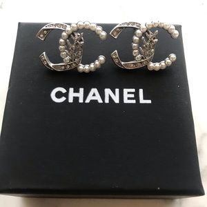 CHANEL CC Micropearl Crystal Brushd Silver Earring